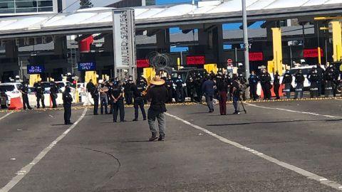 Carriles cerrados en Garita de San Ysidro por manifestación de migrantes