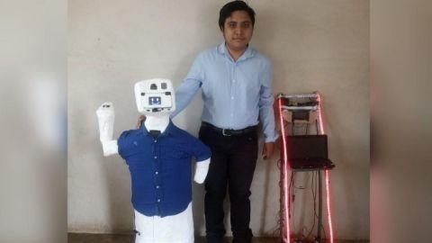Joven yucateco construye robot que habla maya que previene el Covid-19