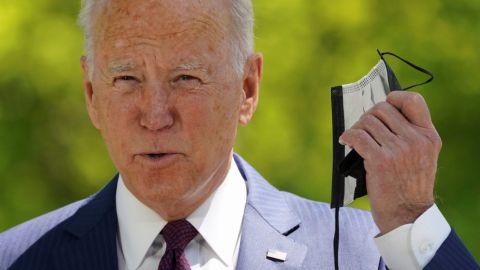 Biden dice que está en conversaciones para la entrega de vacunas al extranjero