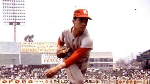 AMLO presume entrenamiento de beisbol con la leyenda 'Zurdo' Ortiz