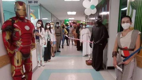 Iron Man y Kylo Ren visitan a niños del Hospital Infantil de Sonora