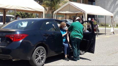 Este lunes vacunarán a adultos mayores en Tijuana y Mexicali