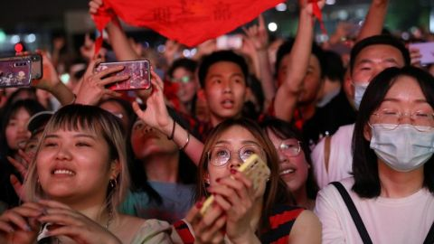 Wuhan, origen del covid-19, celebra festival de música con miles de asistentes