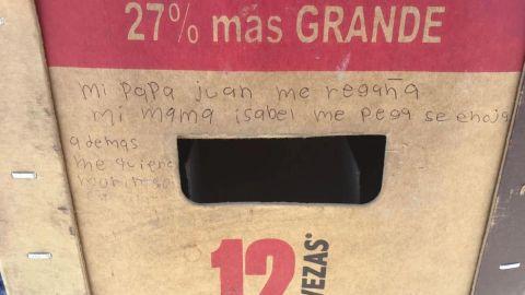 ''Mi mamá me pega'': Niña deja mensaje de auxilio en cartón de cerveza