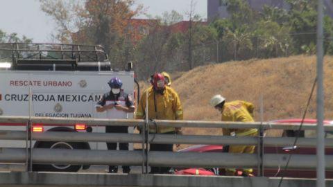 Sujeto se cuelga de un puente en el boulevard Gato Bronco