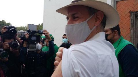 Hugo López-Gatell se vacuna contra el Covid-19