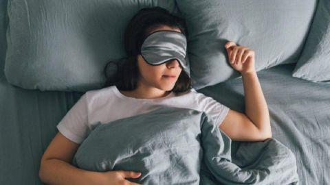 El truco para dormirse en 5 minutos que es furor en TikTok