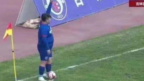 Chino compra equipo y obliga al entrenador a poner a su hijo de 126 kilos