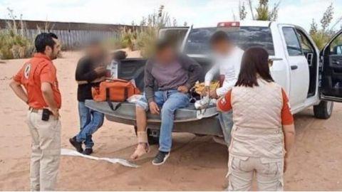 Migrantes lesionados al escalar muro fronterizo