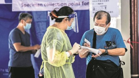 Hong Kong tirará millones de vacunas contra Covid; población rehúsa vacunarse