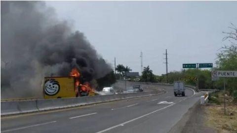 Captan con fotos y videos hasta 11 bloqueos en Tierra Caliente, Michoacán