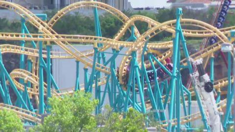 Six Flags: Montaña rusa se detiene a mitad de camino; rescatan a 20 pasajeros