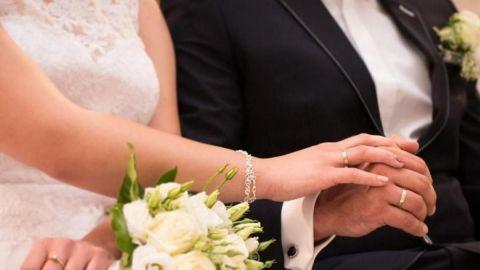 Muere joven durante boda y su hermana la sustituye para casarse con el novio