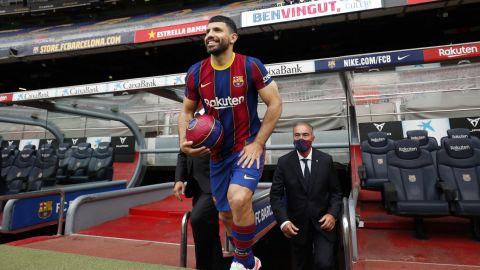 Agüero, feliz de llegar al 'mejor equipo del mundo' tras firmar con el Barcelona