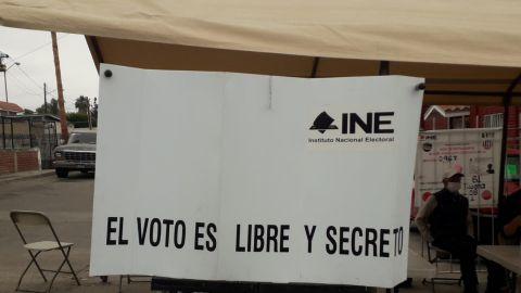 Falta de funcionarios de casillas retrasa votación en Tijuana