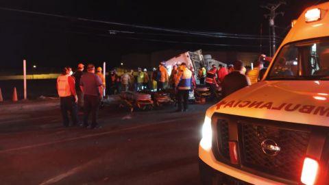 7 personas sin vida y 14 en condición grave en accidente de Rosarito