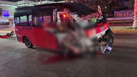 Pasajero de taxi muere en choque, el chofer huye