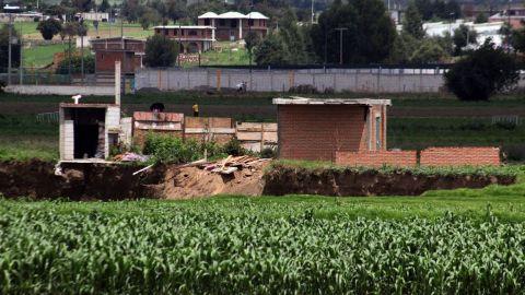Gobierno de Puebla entregará terreno y una casa a afectados por socavón