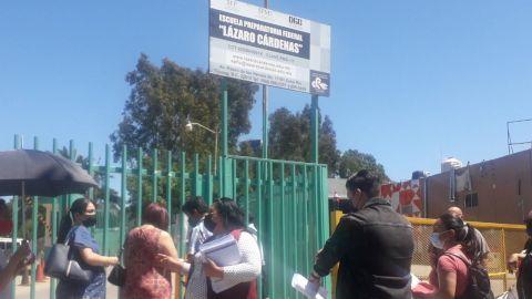 Pese al cierre del sitio de vacunación siguen largas filas en Lázaro Cárdenas