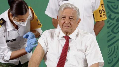 AMLO recibe segunda dosis de vacuna contra Covid-19 de AstraZeneca