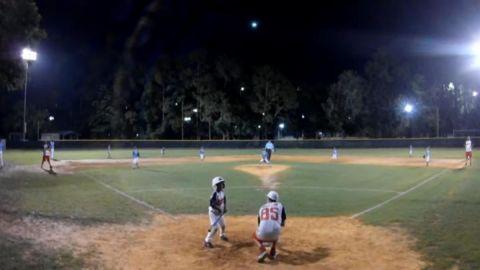 📹 VIDEO: Meteoro ilumina el cielo durante partido de béisbol