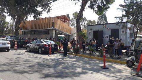 Más caos vial con vacunación de jóvenes en Preparatoria Lázaro Cárdenas