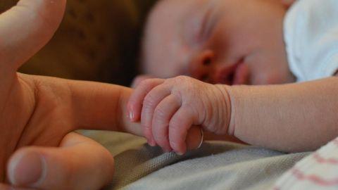 Aprueban ley que permite que el apellido materno vaya primero que el paterno