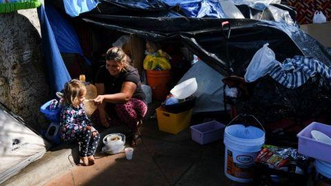 Organizaciones piden que migrantes sean incluidos en vacunación fronteriza