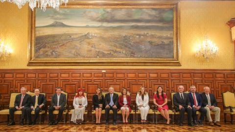 AMLO publica foto con Marina del Pilar y los 10 gobernadores electos de Morena