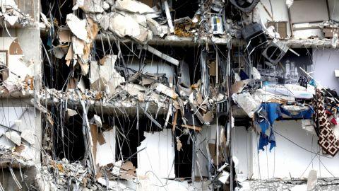 Aún hay decenas de personas sin ubicar tras derrumbe de edificio en Miami