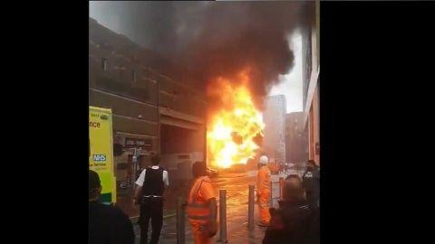 VIDEO: Captan explosión cerca de estación de tren en Londres