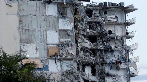 Suman 11 muertos por derrumbe en edificio residencial en Miami