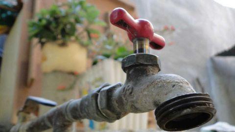 Cientos de colonias sin agua pese al anuncia del restablecimiento