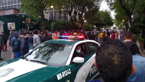 Se enfrentan manifestantes afuera de las instalaciones del PRI en CDMX