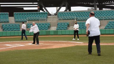 'Ponchan' a AMLO en reinauguración de estadio de beisbol de Sonora