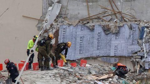 Cifra de muertos por derrumbe de edificio en Florida sube a 22