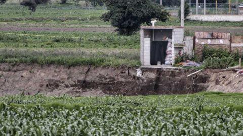 Familia afectada por socavón rechaza propuestas de terreno para su casa: Segob