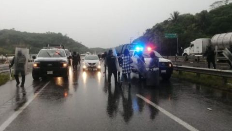 Video: Policías golpean a periodistas en Veracruz (lenguaje soez)