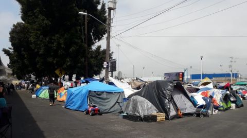 🎥 Fuertes imágenes, de esto vienen huyendo migrantes de Michoacán