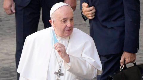 El papa Francisco reaccionó bien a su cirugía de colon, informó el Vaticano