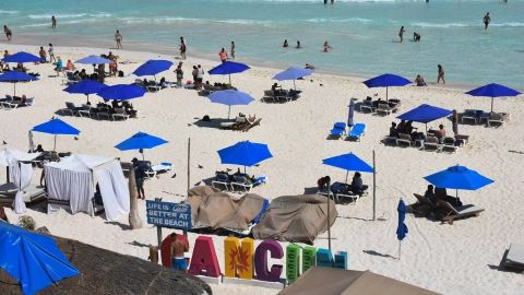 Puebla alerta por contagio masivo de Covid entre estudiantes tras viaje a Cancún