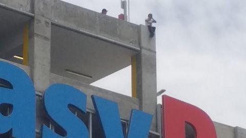 Persona intenta quitarse la vida desde edificio de Tijuana