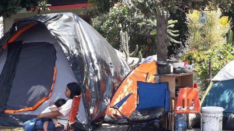 Bebes crecen en el campamento migrante del Chaparral