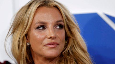 Britney Spears ruega llorando ante tribunal que se ponga fin a tutela de su papá