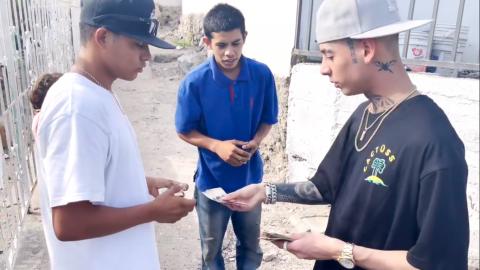 Natanael Cano regala dinero en Sonora: 'Lo hice con gusto no para quedar bien'