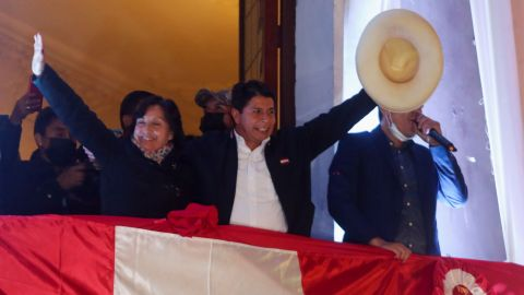 Proclaman a Pedro Castillo presidente electo de Perú