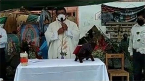 Detectan a cura falso dando misas en el socavón de Puebla con mensajes misóginos
