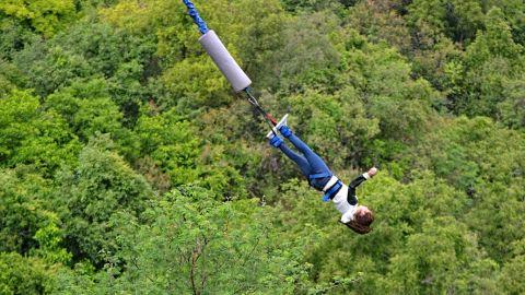Muere mujer joven por saltar del bungee sin la protección correcta