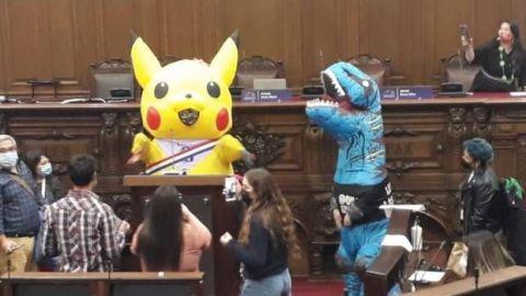 Asambleísta se disfraza de Pikachu para debatir reforma constitucional en Chile