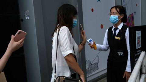 Regresa el confinamiento a China tras rebrote de casos de COVID-19